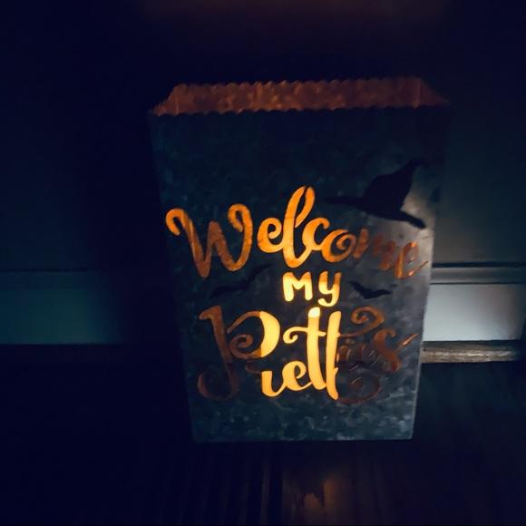 Light up Halloween welcome tin bag
